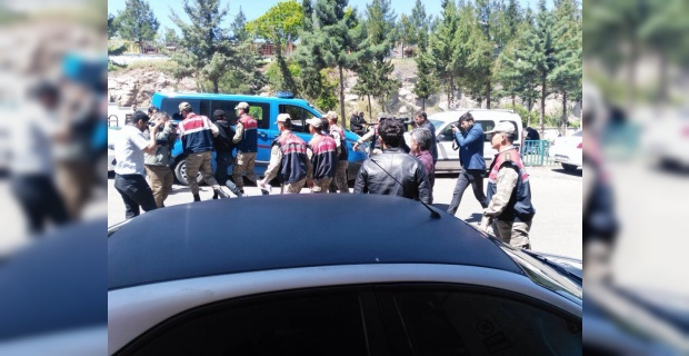 Aranan 3 Suriyeli'den 2'si, jandarmanın operasyonuyla yakalandı