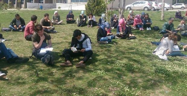 HRÜ Öğrencilerinden Kitap Okuma Etkinliği