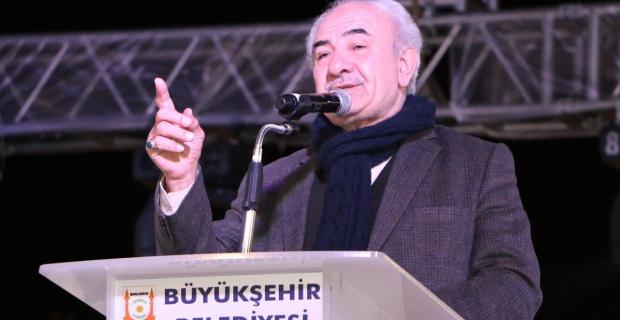 Yazar Vehbi Vakkasoğlu'nun söyleşisi ve Muzaffer Gürler'in ilahi dinletisiyle Şanlıurfalıları coşturdu.