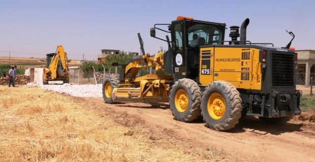 Akçakale Belediyesi kırsal mahalleleri çamurdan kurtarıyor