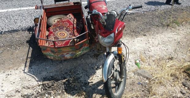 Sepetli motosikletteki 2 kişi yaralandı