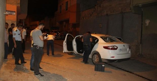 Seyir halindeki otomobile silahlı saldırı: 1 ölü, 1 yaralı