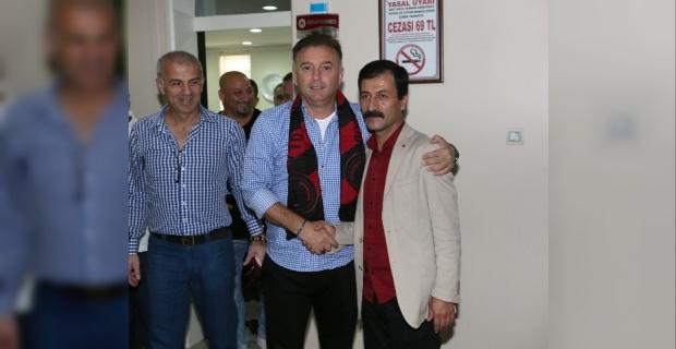 Efsane Futbolcular Karaköprü Belediyespor'u ziyaret ettiler.