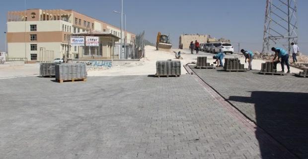Eyyübiye Belediyesi okulların yol ihtiyacını gideriyor.