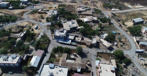Siverek Belediyesi,Kırsal mahallelerde beton yol çalışmalarını sürdürüyor.