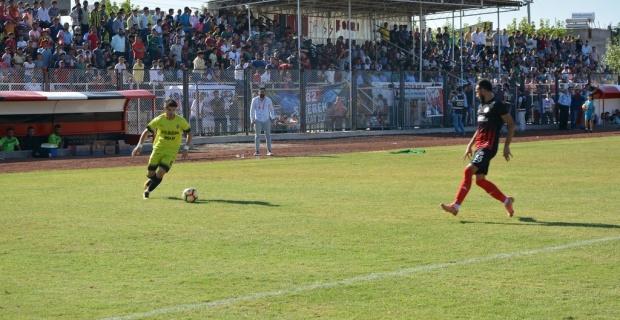 Siverek Belediyespor,11 Nisan Spor'u  2-1 mağlup etti.