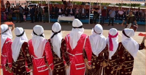 Viranşehir'de  İlköğretim Haftası dolayısıyla kutlama programı düzenlendi.