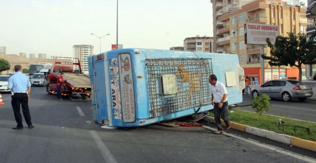 Yolcu minibüsü takla attı: 2 yaralı