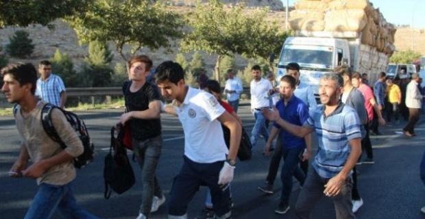 Öğrenci Servisi Kamyona Arkadan Çarptı: 12 Yaralı