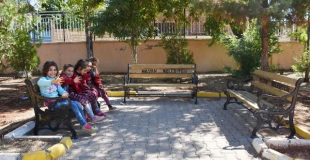 Okullara Bayat Ekmek Kutusu Ve Bank Desteği