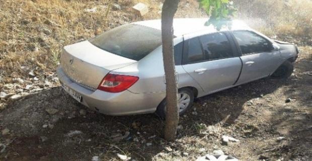 Otomobil şarampole yuvarlandı