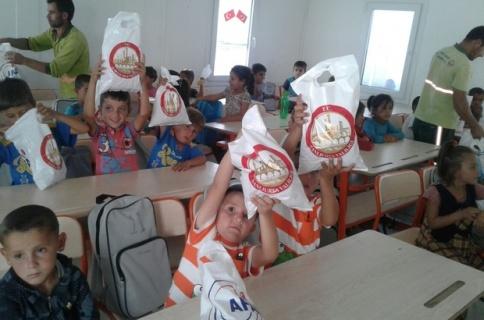 Suriyeli 6 bin 713 öğrenciye kırtasiye yardımı