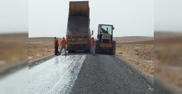 Viranşehir'de 25 kilometrelik yol sathi asfalt ile kaplandı.