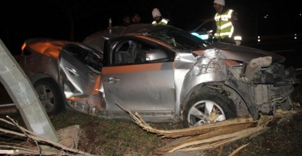 Direksiyon hakimiyetini kaybeden sürücü,ağaca çarparak takla attı.