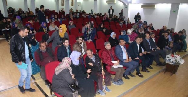 Halk gününde vatandaşlar sorun ve taleplerini yetkililere iletti.