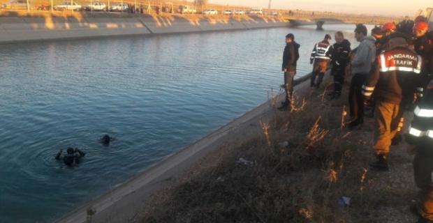 Şanlıurfa'da otomobil sulama kanalına uçtu.