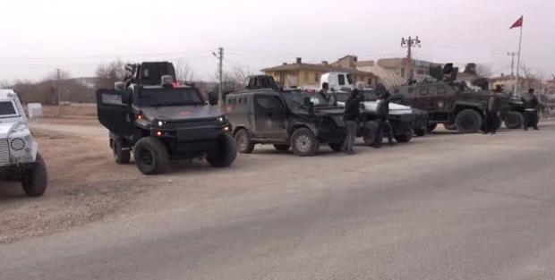 Sınırda Polisten 'Güven Konvoyu'