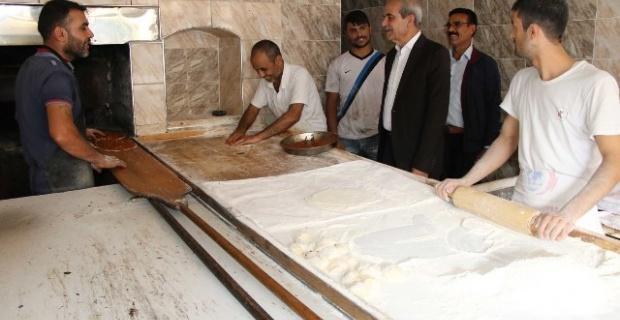 Demirkol,Çamlıdere'de esnaf ve vatandaşlarla görüştü.