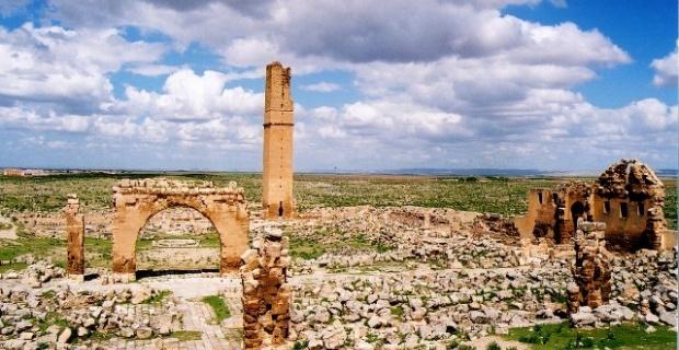 Harran Ulu Camii'nin restore ediliyor.