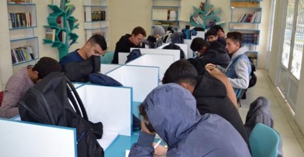 Gençler, Eyyübiye Belediyesi ile geleceğe hazırlanıyor.