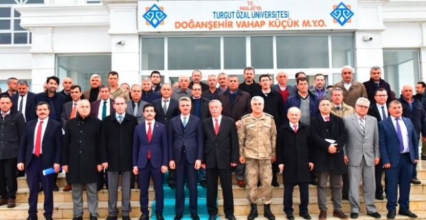 Malatya Valisi Baruş Doğanşehir'de Kurum Yetkilileri ve Muhtarları Bir Araya Getirdi