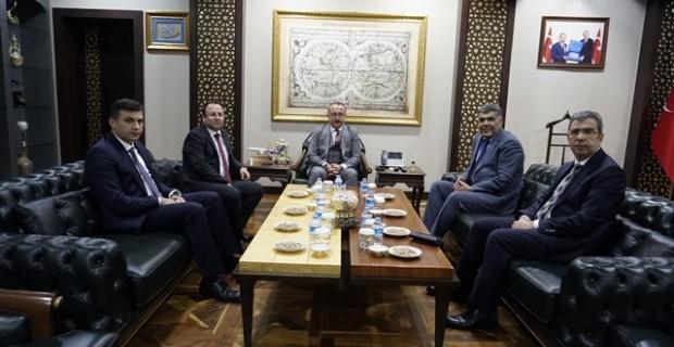 Siirt Valisi Atik, Diyarbakır Bölge Adliye Mahkemesi Başkanı Şenlik'i makamında kabul etti.