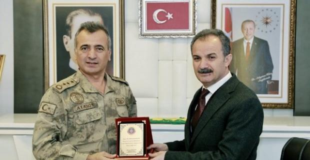 Başkan Kılınç'a Jandarma'dan Plaket