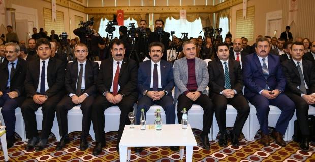 """Diyarbakır Valisi Güzeloğlu """"Göçer Hayvancılığın Sorunları ve Çözüm Önerileri"""" programına katıldı."""