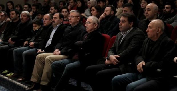"""Mardin Valisi Yaman """"Ana"""" Dolu tiyatro gösteriminde"""