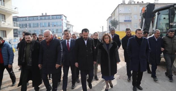 Türkiye Belediyeler Birliği, 6.8 şiddetinde depremin yaşandığı Elazığ'da toplandı.