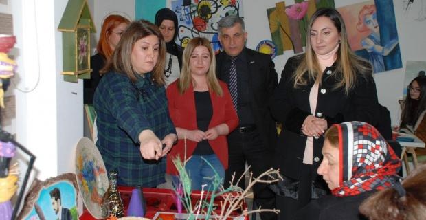 Adıyaman Valisi Pekmez'in Eşi Yeşim Pekmez,Adıyaman Gençlik ve Kültür Evi'ni ziyaret etti.