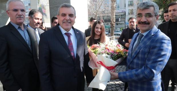 Bakan Yardımcısı Selim Bağlı Şanlıurfa Büyükşehir Belediyesini ziyaret etti.