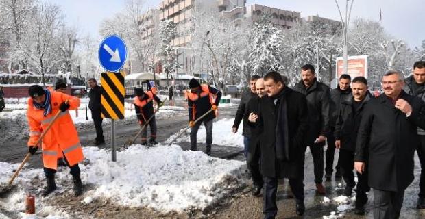 """Malatya Büyükşehir Belediye Başkanı Gürkan """"ekiplerimizle birlikte sahadayız..."""""""