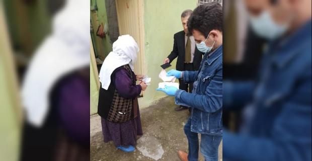 """Vali Güzeloğlu """"vatandaşlarımızın ihtiyaçlarını karşılamaya devam ediyoruz"""""""