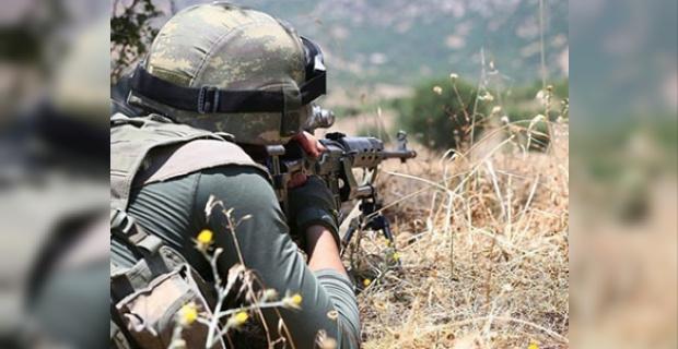 3 terörist, silahlarıyla birlikte etkisiz hale getirildi.