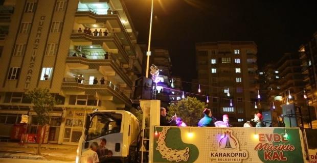 """Başkan  Baydilli """"etkinliğimize evlerinin balkonlarından, pencerelerinden katılım göstererek katkıda bulunan tüm vatandaşlarımıza teşekkür ediyorum"""""""