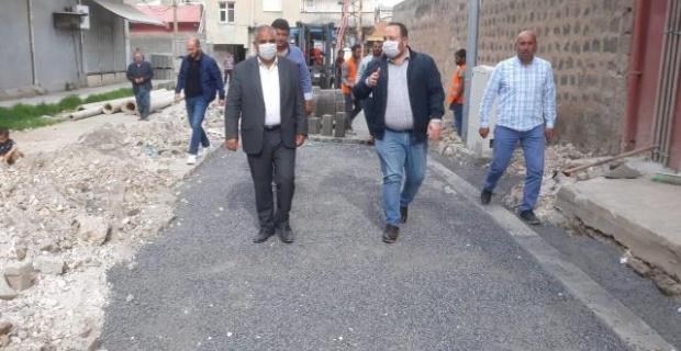 Başkan Ekinci, ilçedeki kilitli parke taşı çalışmalarının yapılması talimatını verdi