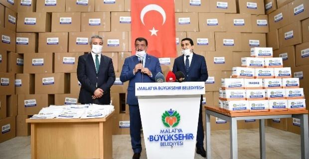 """Başkan Gürkan """"600 bin maske hemşehrilerimize dağıtılmak üzere tarafımıza teslim edildi"""""""