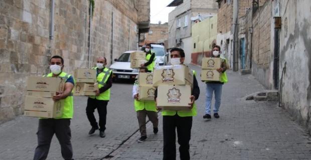 Büyükşehir Belediyesi, Ramazan Bayramı öncesinde vatandaşlara 1 milyon maske dağıtmak için seferber oldu.