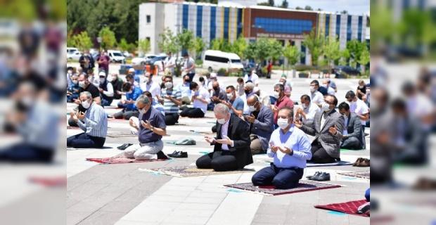 Gaziantep Üniversitesi yerleşkesinde Cuma Namazı