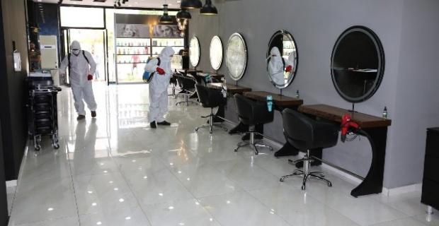 Karaköprü Belediyesi,berber ve güzellik salonlarında dezenfekte çalışması gerçekleştirdi