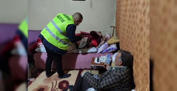 Viranşehir Belediyesi,kolonya ve maske dağıtımına devam ediyor.