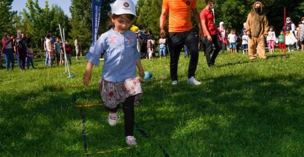 Diyarbakır Büyükşehir Belediyesi çocuklara neşeli anlar yaşattı