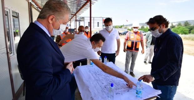Gaziantep Valisi Gül,AFAD hizmet binası inşaat alanında incelemelerde bulundu.