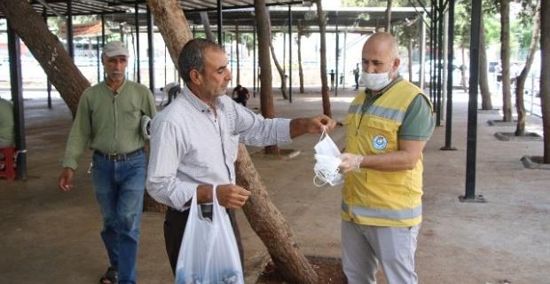 Haliliye Belediyesi,maske ve dezenfektan dağıtmaya devam ediyor.