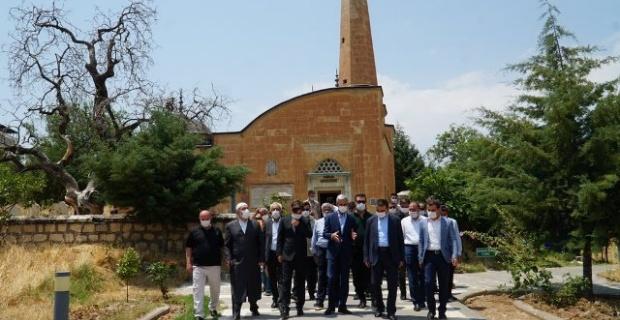 """Siirt Valisi Hecıbektaşoğlu """"Gönül coğrafyamızda Tillo; ilim, irfan ve inanç merkezidir."""""""