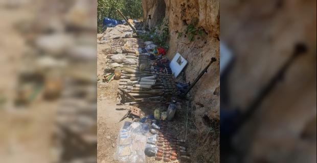 Terör örgütü PKK'ya ait çok sayıda silah ve mühimmat ele geçirildi.