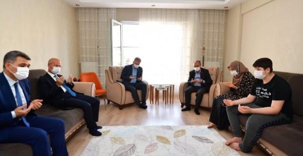 Emniyet Genel Müdürü Aktaş,Gaziantep Şehitlerinin Ailelerini ziyaret etti.