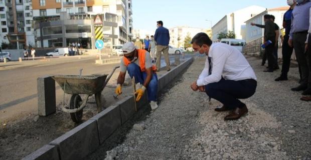 Batman Valisi Şahin,yol ve kaldırım çalışmalarını yerinde inceledi.