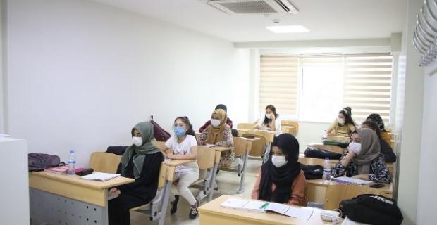 Haliliye'de gençler geleceğe hazırlanıyor.